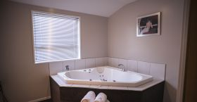 Executive Spa Suite 2.jpg